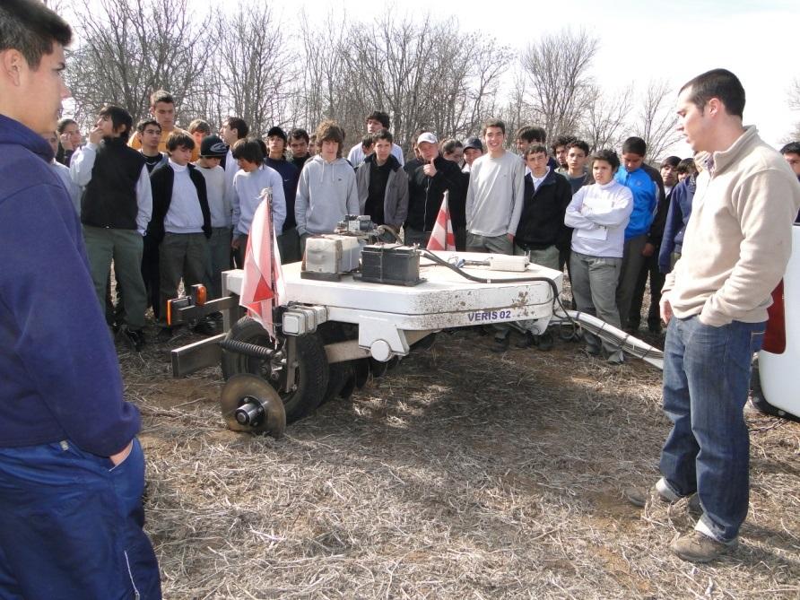 Alumnos del Instituto son instruídos acerca del funcionamiento de la sonda veris